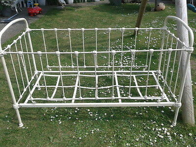 Gorgeous Old Small Cream Metal French daybed / Vintage childs Cot collect Dorset