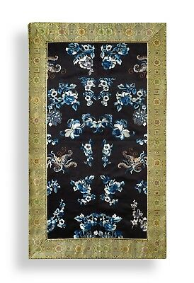 A BEAUTIFUL LARGE ANTIQUE CHINESE SILK EMBROIDERY PANEL, 61 x 104CM