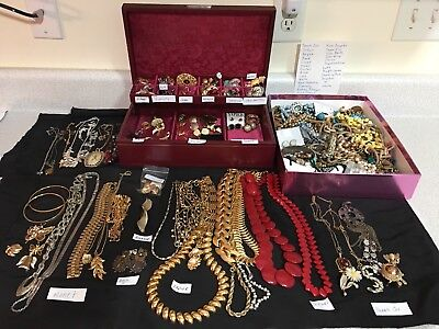 LARGE LOT OF VINTAGE TO NOW COSTUME JEWELRY CORO LISNER ART MONET NAPIER & More