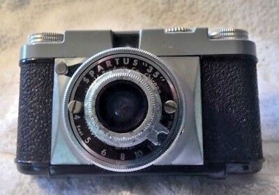 Spartus 35mm Herald Products of Chicago Bakelite grey top, case too