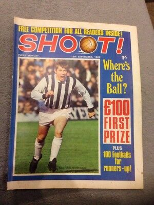 SHOOT FOOTBALL MAGAZINE 13th September 1969 Tottenham Gordon Banks Etc