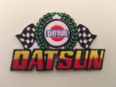 A352 // Ecusson Patch Aufnaher Toppa / Neuf / Datsun / 7.5*5 Cm