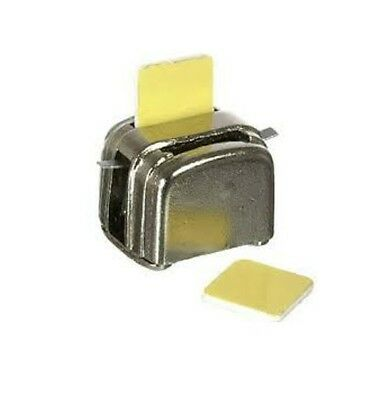 Dolls House Miniatures: Metal Toaster & Two Slices of Toast in 12th scale