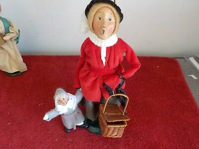 Byers Choice Carolers Woman Carrying Basket & Child Figurine (JS)