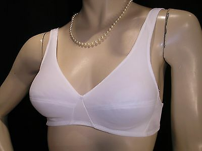 34 A NOS VINTAGE 70s WHITE NYLON CAMISOLE PADDED Fiberfill Exquisite Form Bra