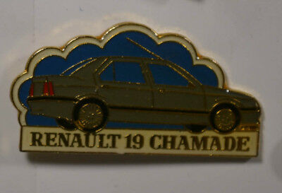 Auto - Renault 19 Chamade - PIN Badge ca. 3 x 2 cm  (AN2715)