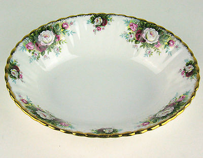 Oval Serving Bowl Royal Albert Celebration roses vintage England (reduced)