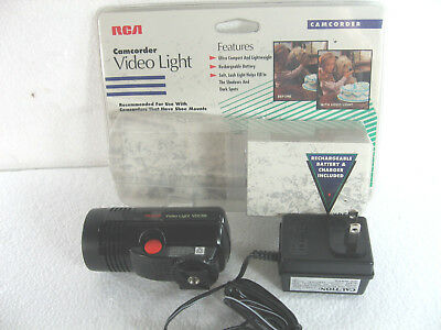 RCA CAMCORDER VIDEO LIGHT VDC88 W/ BATTERY CHARGER- new unused