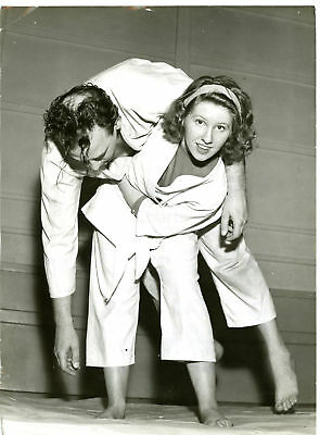 1959 HAYES Pinkwell Judo Club - Sally STONE lifting Dereck WARNE *Photo 15x20