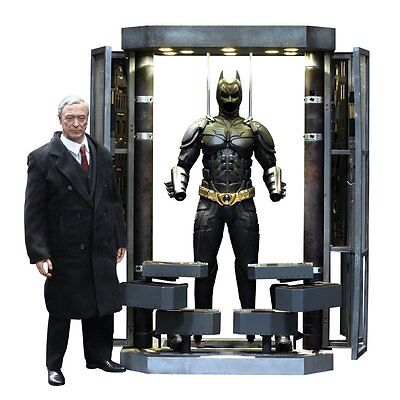 BATMAN The Dark Knight: Batman Armory & Alfred 1/6th Scale Action Figure MMS235