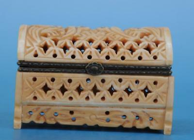 Old Chinese hand-carved horn carving hollow out jewellery box/VR b02