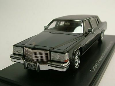 Cadillac Fleetwood Formal Limousine 1980 schwarz, Modellauto 1:43 / Neo Scale