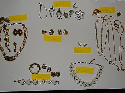 Vintage Lot Of 25 Pieces Signed Jewelry Monet Trifari Sarah Cov Coro More