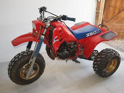 Honda ATC 250 R Trike Quad Big Red 125 185 200 SX x es ---