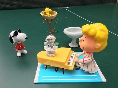 Vtg Schroeder with Piano Beethoven Vinyl Doll Figure Peanuts Snoopy Woodstock