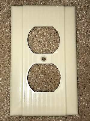 Vintage Mid Century Uniline Bakelite Single Gang Outlet Plate Cover w/ Lines