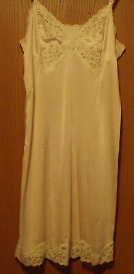 Vanity Fair, 38 L, Beautiful Full Slip, Ivory, Lace Front, MUST SEE