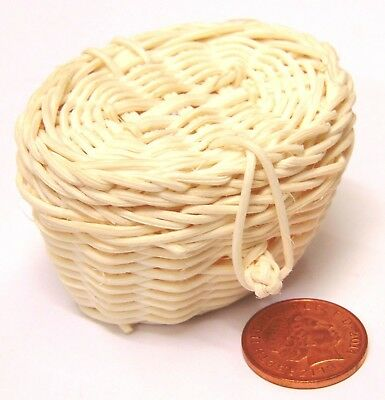 Small Oval Wicker Basket With An Opening Lid Tumdee Dolls House Accessory ZJs
