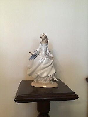 "Lladro #4828 ""Cinderella Losing Her Slipper"""
