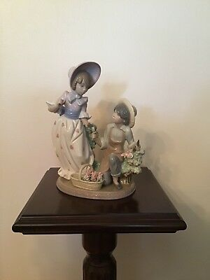 "Lladro #5453 ""For You"" (Broken, missing parasol)"