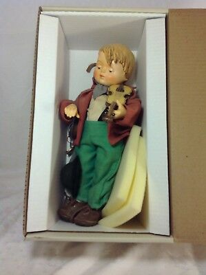 Goebel M.I. Hummel Porcelain Doll Little Fiddler w/Accessories 1989 in BOX