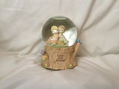 1998 Enesco Precious Moments Musical Snowglobe Love One Another Keep Together