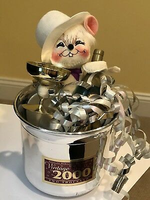 Annalee Doll- New Years Mouse in Champaign bucket- vintage 2000