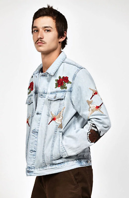 New Pacsun LA Mens Classic Fit Embroidered Patches Denim Trucker Jean Jacket Sm