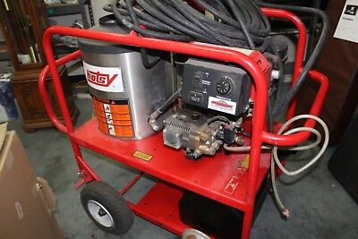 Hotsy 921SS Hot Water Diesel 3.0 GPM  3000PSI Pressure Washer 136 Hours