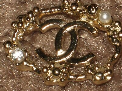 CHANEL  CC LOGO FRONT AUTH GOLD  PEARL BUTTON TAG 16 x 13 MM emblem NEW