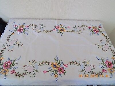 Hand Embroidered Table Cloth With Centre Piece & 7 Place Mats / Napkins