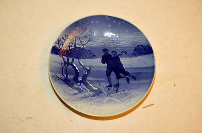 BING & GRONDAHL 1927 B&G Christmas Plate—Ice Skating Couple