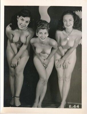 1950s Original 4 x 5 Nude Photo Three Cute & Shapely Girls Covering Up vv