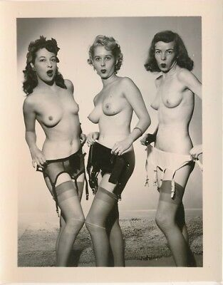 1950s Original 4x5 Nude Photo Three Cute Whistling Girls Garter Belts Nylons vv