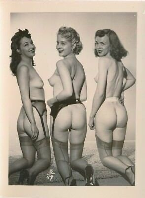 1950s Original 4 x 5 Nude Photo Three Cute Girls Shapely Butts Heels & Hose vv