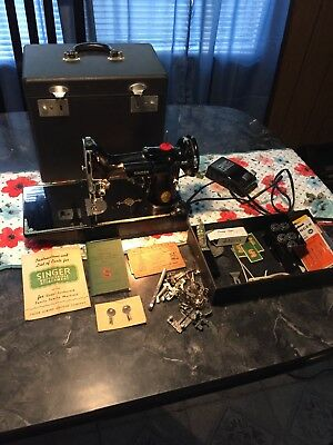 Vintage Singer Feather Weight Sewing Machine. No. 221  Between 1948 And1950