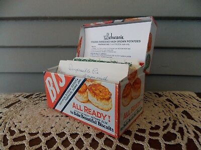 Vintage Metal Recipe Box Bisquick Betty Crocker Advertising with Recipes & Cards