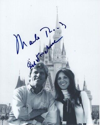 Marlo Thomas & Phil Donahue Signed  8x10 Disney World First Date Photograph