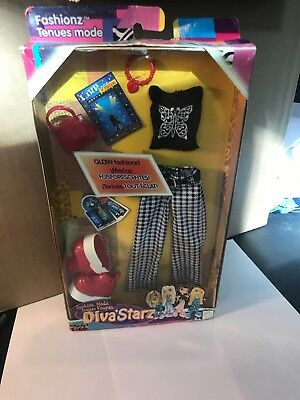 Mattel 2002  Diva Starz  Fashion B1342 Glow In The DARK Clothing And More