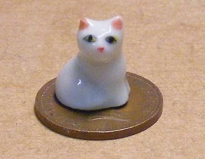 1:12 Scale Ceramic White Kitten Accessory Cat Pet Tumdee Dolls House Ornament O