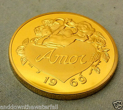 Love Heart Gold Coin Medal Map of World Word in many Languages German French