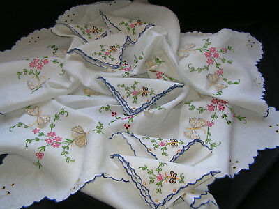 B'ful Vtg Madeira All Hand Embroidered Lush Flower & Butterfly Cloth & 6 Napkins