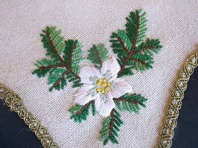 VINTAGE ATTRACTIVE HAND EMBROIDERED CHRISTMAS TABLE CENTRE/DOILY 47cms STAR