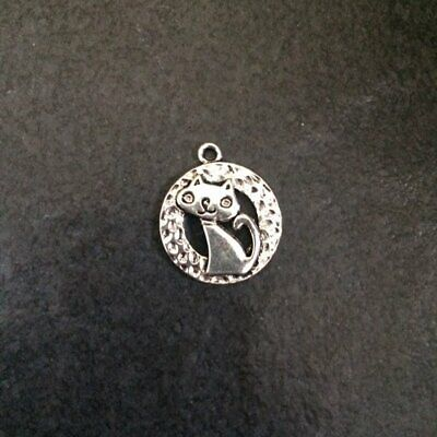 10 x Antique Silver Round Cat Charms Pendants 20mm x 17mm