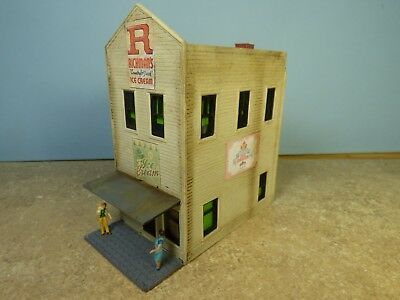 HO  Vintage ICE CREAM STORE  (Weathered & Detailed)
