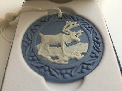 WEDGWOOD BLUE JASPERWARE ROUND MEDALLION REINDEER MOOSE ORNAMENT W Box