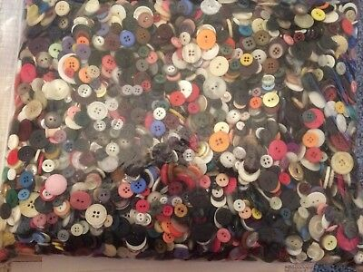 GREAT MIX ! 300 pcs MIXED LOT of VINTAGE to NEW Buttons ALL TYPE, SIZE, COLOR