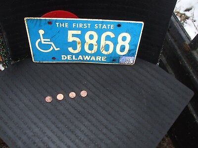EXPIRED DELAWARE HANDICAPPED LICENSE PLATE with 1995 STICKER (5868)