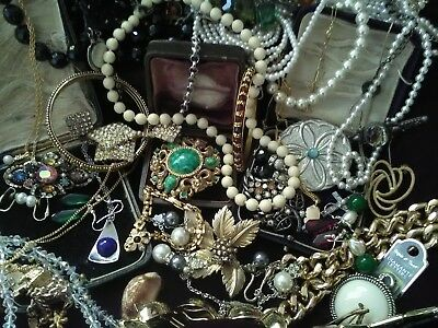Large mixed lot of costume jewellery.41 items.vintage & later.