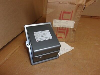 United Electric Pressure Control Switch , type H400 , model 453 , 9592